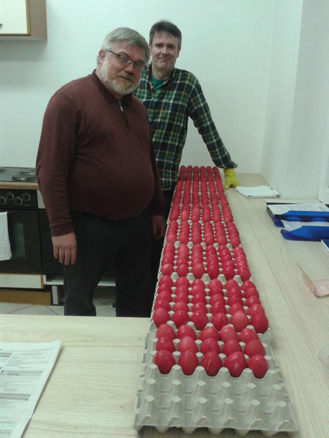Bild vom Eier färben